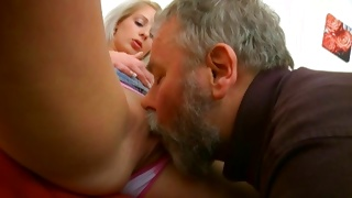 Teen babe on porn movie hammered while blowing a dick